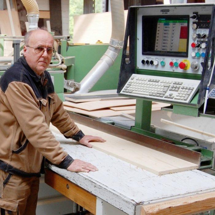 Ludwig Kramer Tischlergeselle seit 1968 bei der 3D CNC Tischlerei Cluse beschäftigt und mittlerweile im Ruhestand