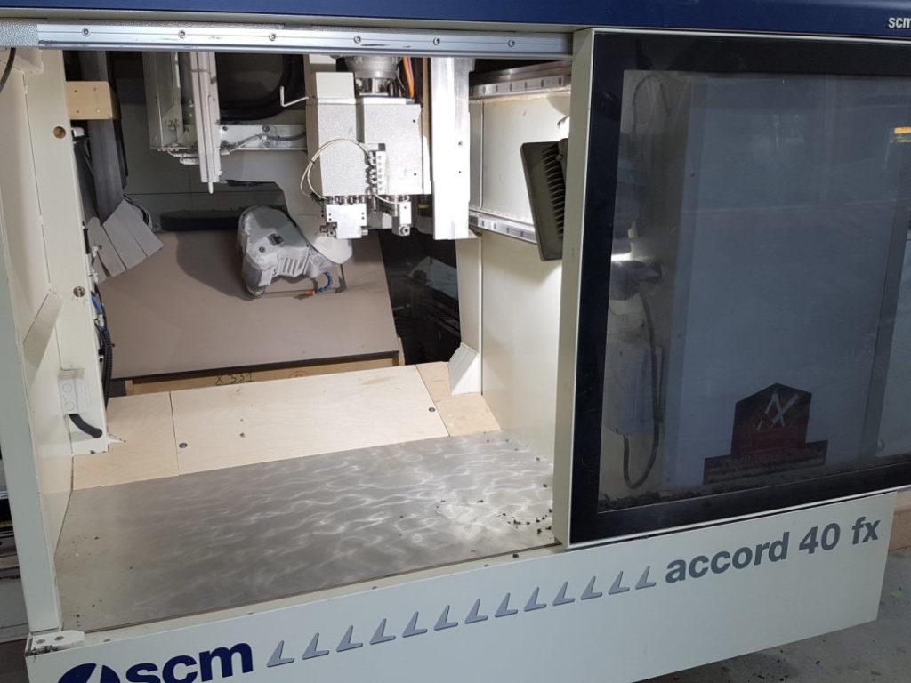 Konturfräsungen und Bohrungen an Formteilen auf der SCM Accord 40