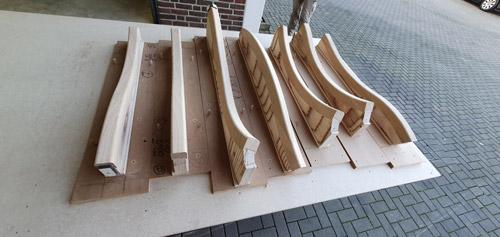 3D-CNC-Tischlerei-Geschwungener-Handlauf-auf-Schablonen