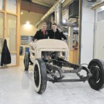 Tischlerei Cluse baut mit Fünf-Achs-Fräser Fahrzeug-Aufbau aus Esche.